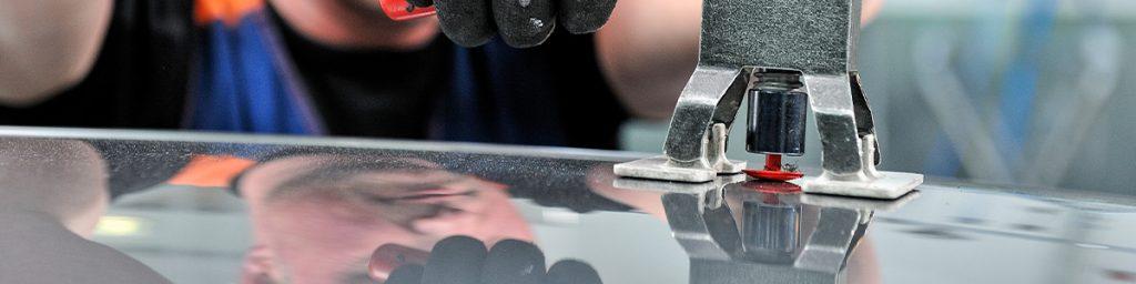 Uitdeuken zonder spuiten of lakschade bij ABS De Autoschadeherstellers